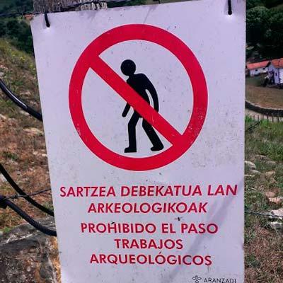 Cuidado, arqueologos trabajando