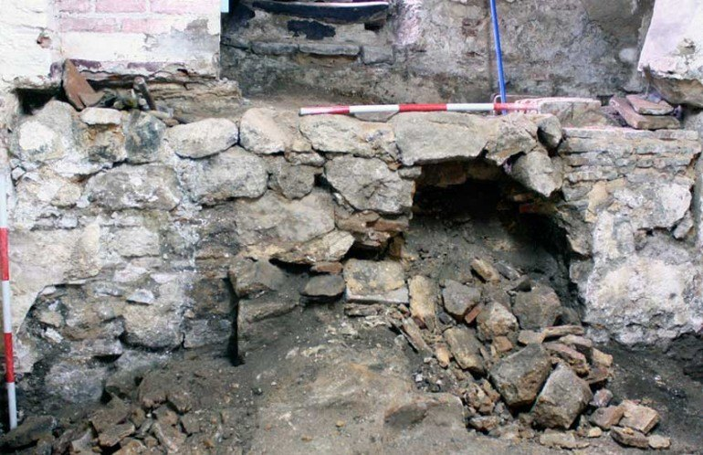 Muro en la Sala templada de los Baños del Angel
