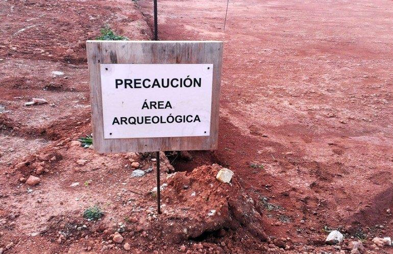 Precaución Zona Arqueológica