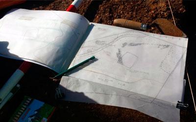 Equipo de trabajo para el croquis de arqueología